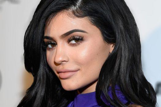 Как повторить макияж Кайли Дженнер? Подробная инструкция
