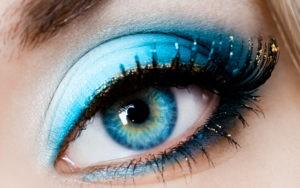 Макияж для голубых глаз и разных оттенков волос