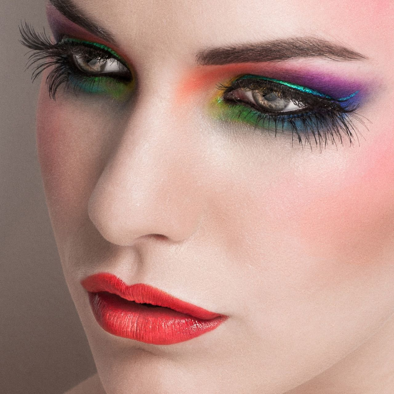 Яркий макияж: пошагово+фото