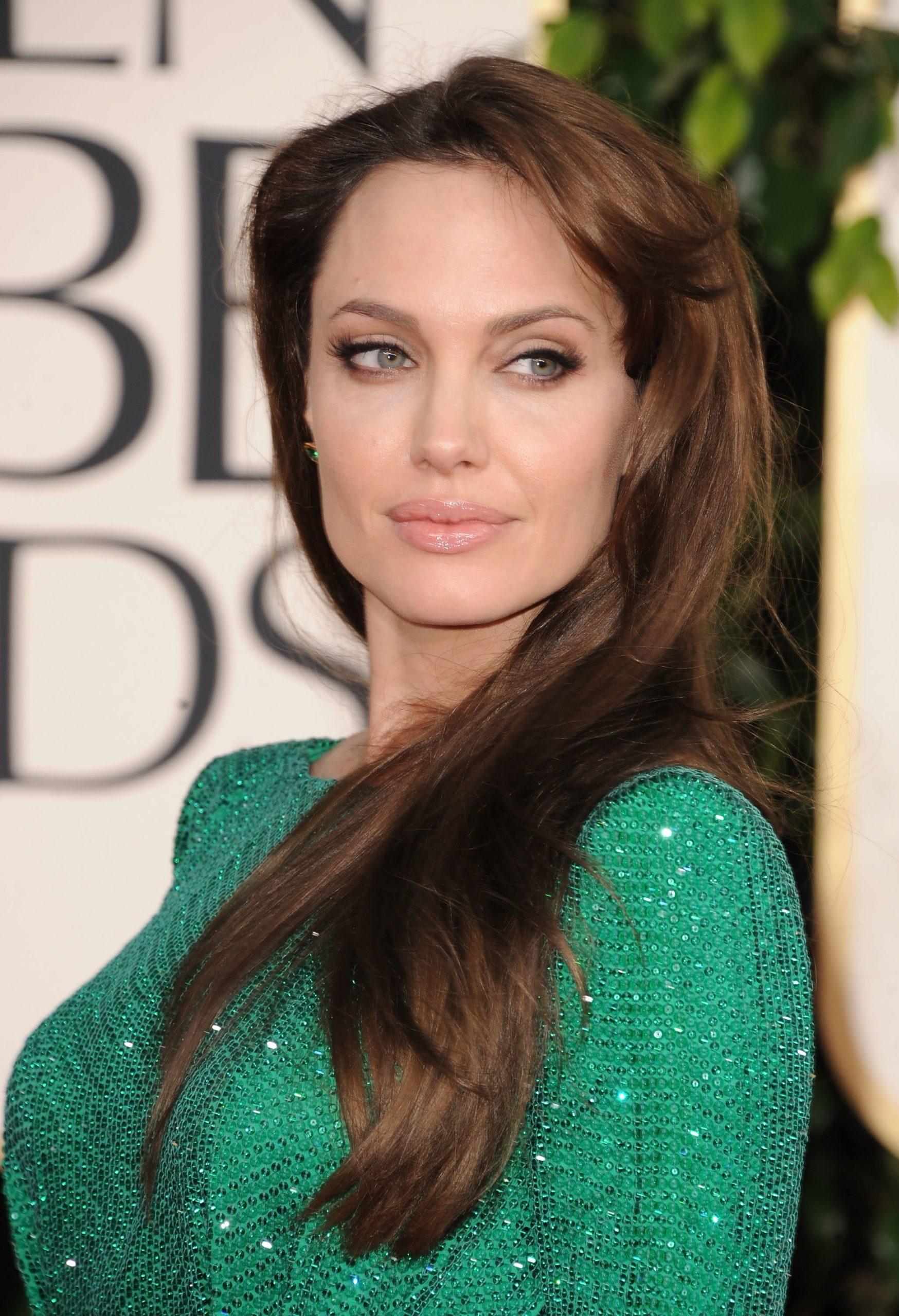Вечерний макияж под зеленое платье: фото стильных идей