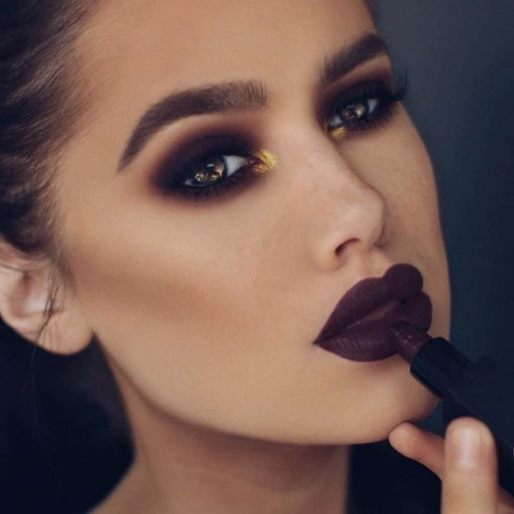 Темный макияж для темных волос: вечерний и на каждый день