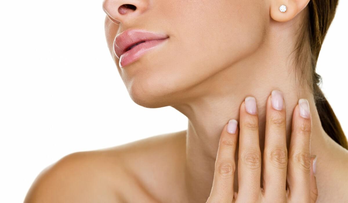 Как быстро убрать морщины на шее и декольте в домашних условиях с помощью масок, массажа и упражнений. Как сделать коррекцию морщин на шее в косметологии