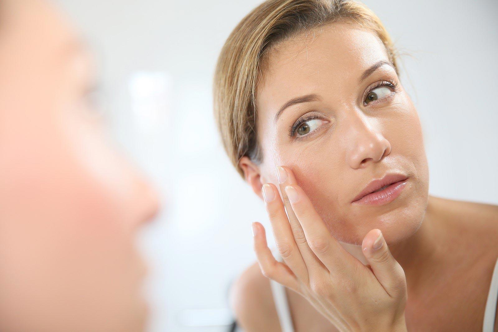 Шелушится и сохнет кожа на лице: что делать, причины, как убрать, какой крем и средства выбрать, маски в домашних условиях