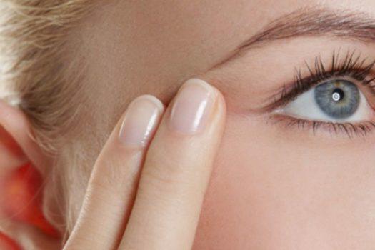 Как быстро убрать глубокие и мимические морщины под глазами: в домашних условиях, с помощью косметологии и массажа