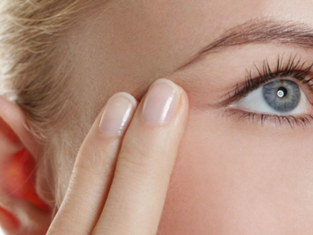 Как быстро и эффективно убрать морщины под глазами: в домашних условиях и с помощью косметологии