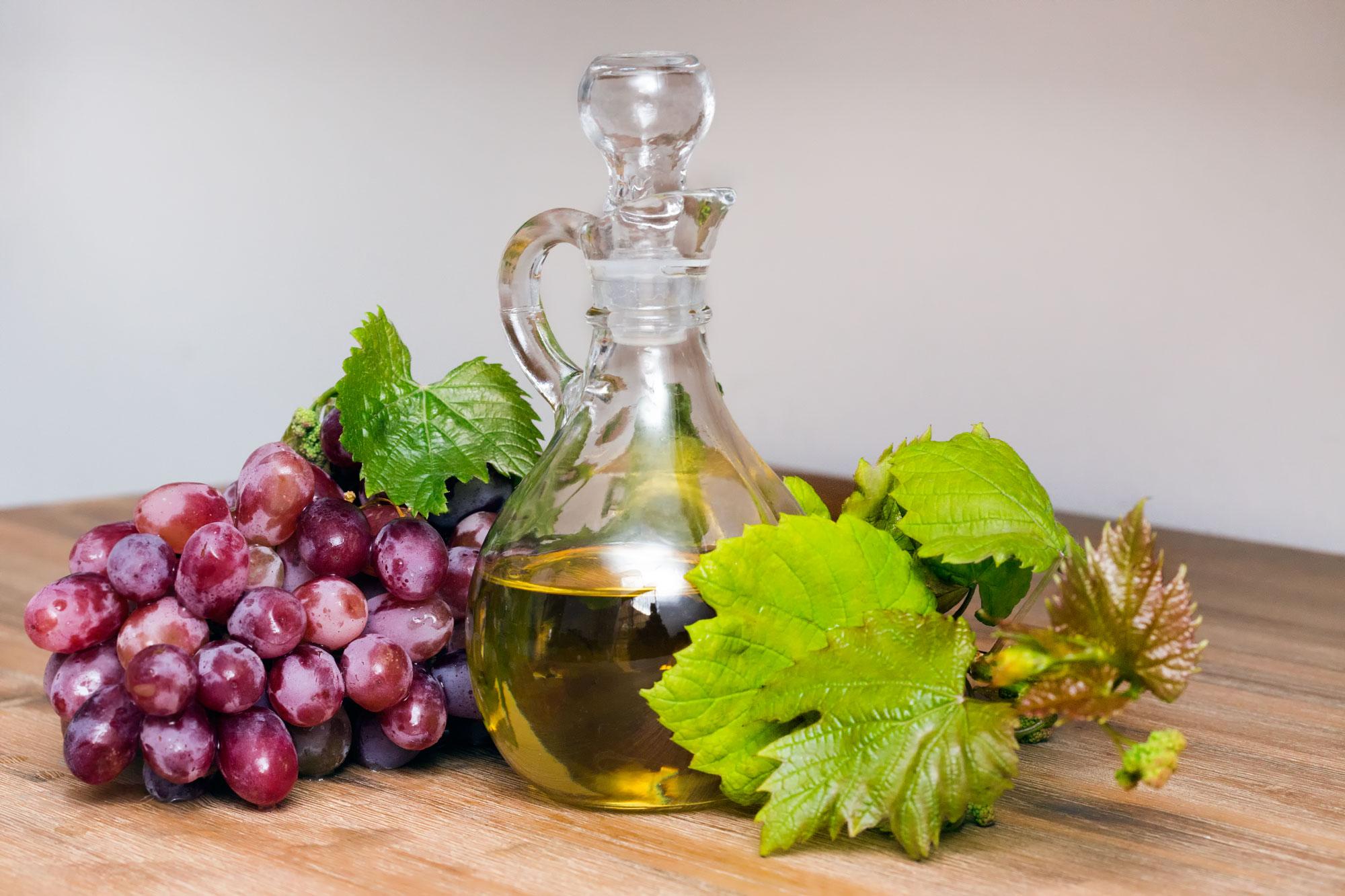 Масло виноградной косточки для лица: применение, свойства, чем полезно, отзывы косметологов, топ лучших натуральных косметических масел, рецепт масок