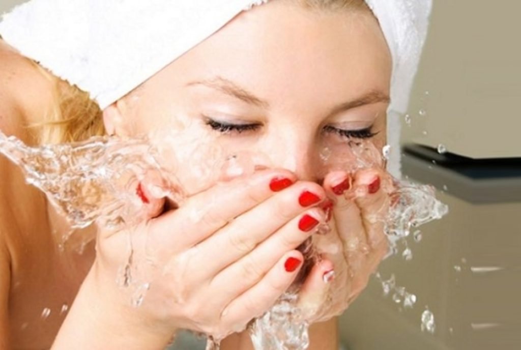 Правильный уход за жирной кожей лица в домашних условиях: причины, этапы, лучшие народные и косметические средства