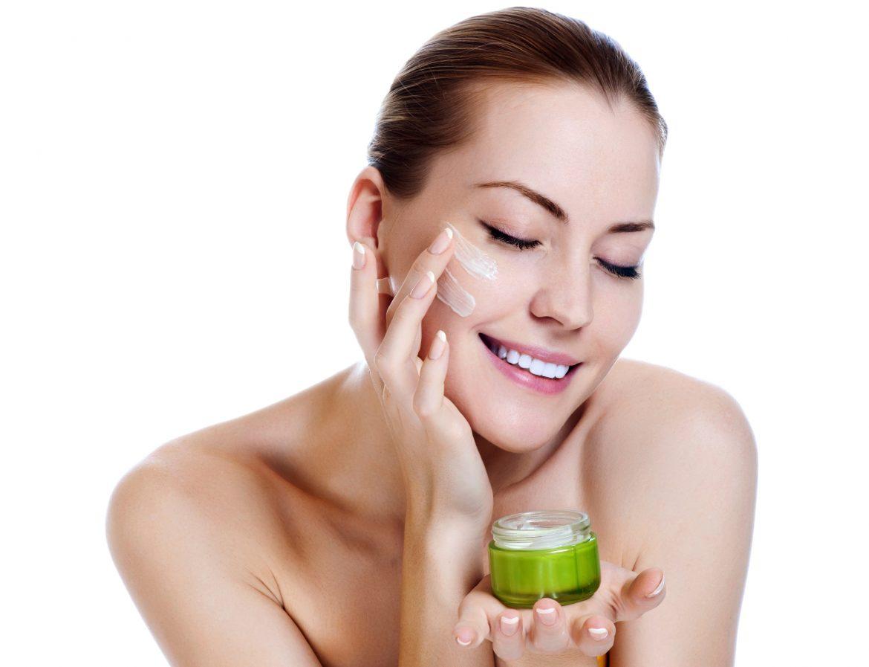 Топ 10 лучших дневных кремов для сухой кожи лица