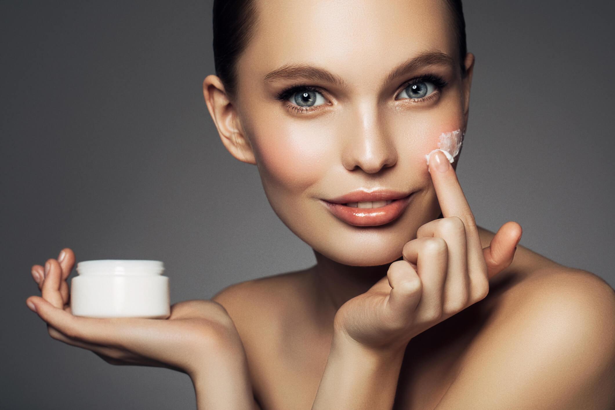 Лучшие увлажняющие крема для проблемной кожи лица по отзывам покупателей