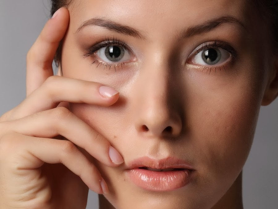 Темные круги и мешки под глазами у женщин и мужчин: причины, как убрать, лучшие крема, патчи и косметические средства от темных кругов