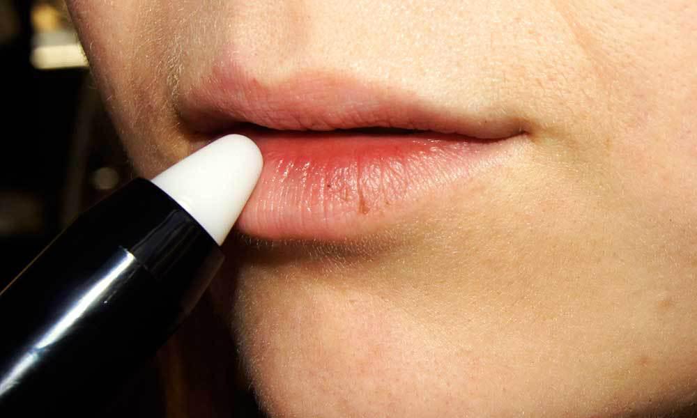 Как быстро увеличить губы в домашних условиях